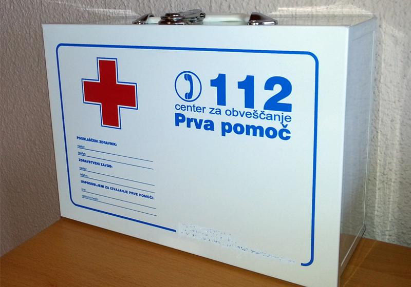 Imate delovne prostore opremljene z omarico za prvo pomoč?
